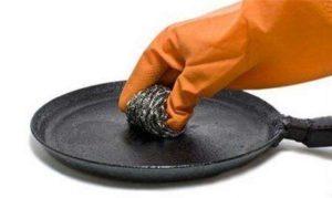 Как отмыть сковородку от жира и нагара в домашних условиях