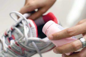 Как избавиться от запаха в обуви?