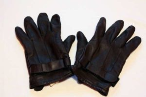 Правильный уход за кожаными перчатками