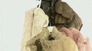 Как почистить искусственный мех (белый и цветной) в домашних условиях